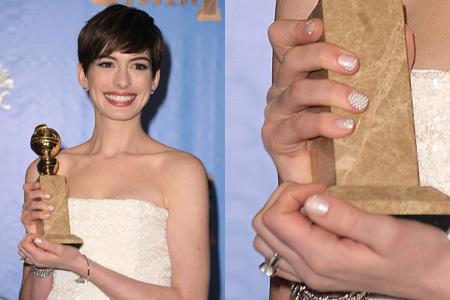 anne-hathaway-manicure-golden-globes-2013